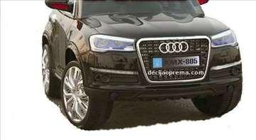 Audi Q7 XMX na akumulator 12V sa daljinskim crni