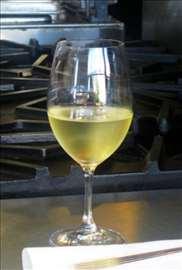 Prodajem kvalitetno belo vino Sovinjon blank 2014