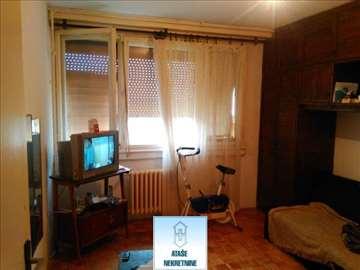 Dvosoban stan sa terasom, na dobroj lokaciji ID#25
