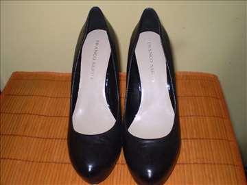 Prodaja malo korišćene ženske kožne obuće