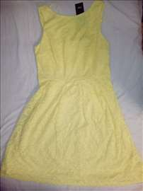 Žuta letnja čipkasta haljina