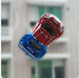 RC Automobil koji mozete voziti po zidu
