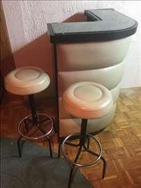 Šank i dve barske stolice