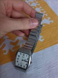 Q&Q metalik sat sa datumom