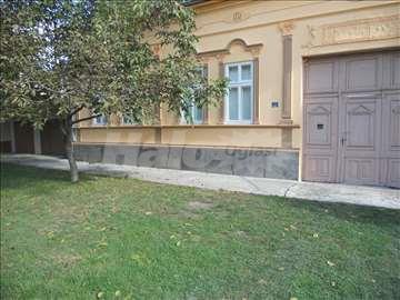 Prostrana uknižena kuća sa sa ajnfort kapijom