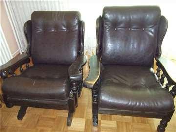 Dve masivne fotelje od punog drveta
