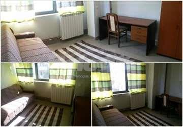 Izdajem konfornu novu sobu u centru - Kragujevac