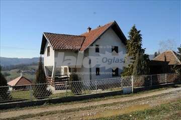 Kuća 135m i druga kuća u starom srpskom stilu