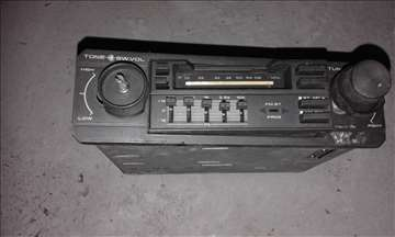 Prodajem radio za kola