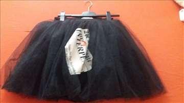 Prodajem suknju dizajnerske kuće Daisy