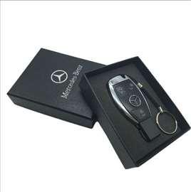 USB flash memorija u obliku Mercedes ključa