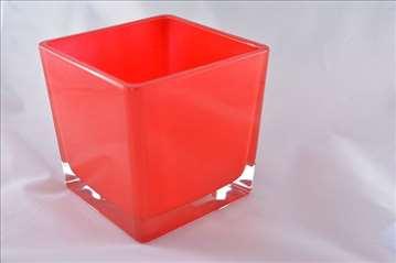 Staklena posuda crvena