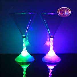 Svetleće čaše za martini