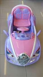 Automobil na akumulator za devojčice