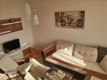 Izdajem Lux stan u centru Niša