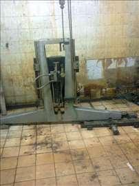 Metalni pritiskac sa pneumatskim klipom