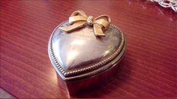 Posrebrena kutija za nakit
