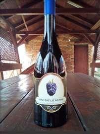 Izuzetno domaće kupinovo vino od divljih kupina