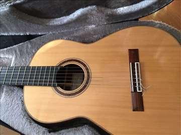 Akustična koncertna gitara