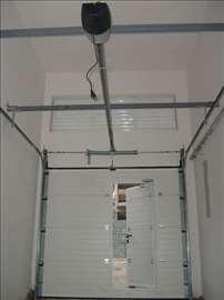 Garažna vrata sa plafonskim motorom