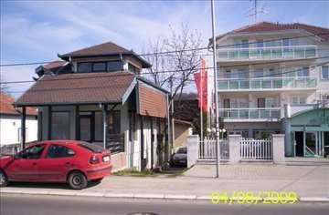 Poslovno stanbena zgrada 120m2 u tri nivoa p 40m2