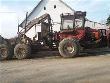 Šumski traktor Valmet sa dizalicom