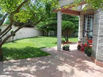 Banovo Brdo, polunameštena kuća, garaža+2 parkinga