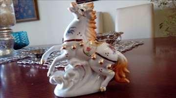 Ekskluzivna porcelanska figura sa pozlatom!