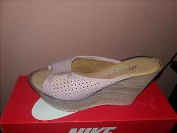Papuce broj 39