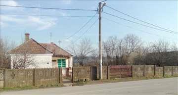 Kuća 80m2 + 2 pomoćne zgrade 10m2 + 20 ari placa