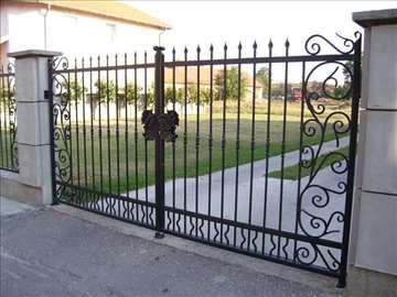 Kapije, ograde, zaštitne rešetke, kovano gvožđe