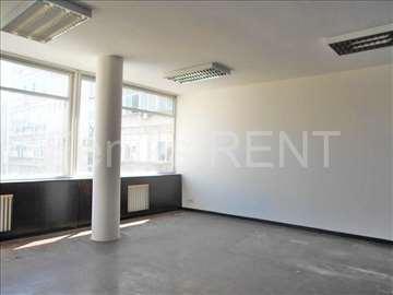 Poslovni prostor za izdavanje u centru grada, 66m2