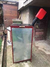 Spremnik za peć na pelet sa transporterom