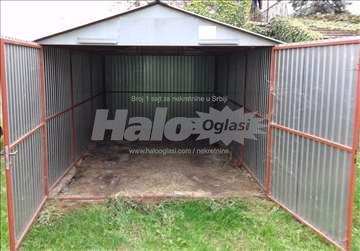 Izdajem montažnu garažu  kod Riblje pijace
