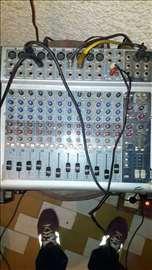 Peavey-mikseta, pojačalo, zvučnici, mikrofon