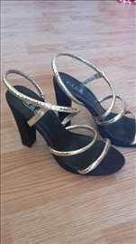 Crne sandale od antilopa, sa zlatnim kaišićima