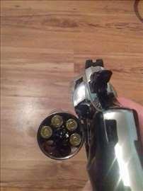 Prodajem startni revolver 9mm