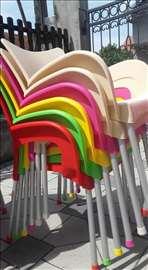 Stolice šarene u bojama, hit