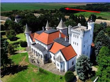 """Prodaje se zemlja u Bečeju 300m od """"Dvorca Fantast"""