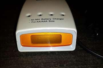 Četvorokanalni punjač za AA/AAA baterije