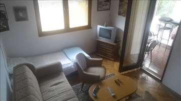Izdajem apartman u Sutomoru | 100 m od obale