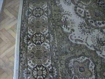 Tepih zanimljivih šara