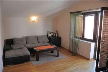 Stan 90 m2 Medak Padina, 77000€, odmah useljiv