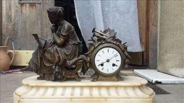 Izvanredan kaminski  sat