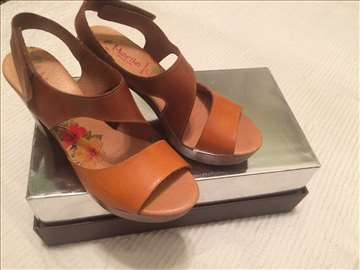 Nove kožne sandale br. 40
