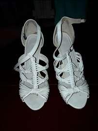 Divne sandale bele skoro nove za maturu ili ostalo
