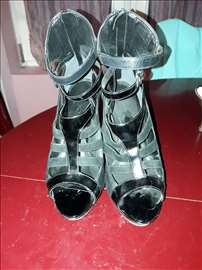 Divne sandale skoro nove za maturu ili ostalo