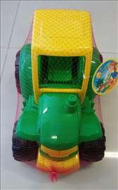 Veliki traktor zeleni