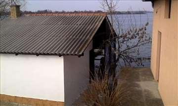Vikendica na obali Dunava
