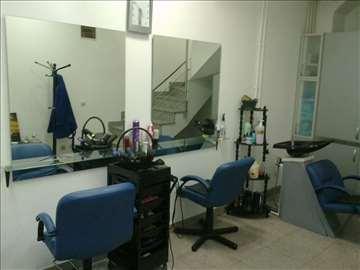 2 ogledala za frizerski salon
